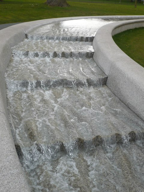 https://commons.wikimedia.org/wiki/File:Part_of_the_Princess_Diana_Memorial_Fountain,_Hyde_Park_-_geograph.org.uk_-_746094.jpg